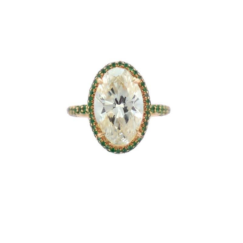 FoFo, die Juwelenbörse -  Ring in Gelbgold, oval facettierter Brillant 6,62 ct., GIA Expertise, kleine Smaragde