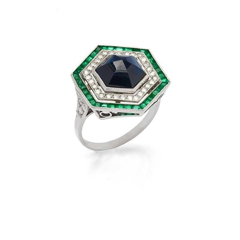 FoFo, die Juwelenbörse -  Ring in Platin, Saphir im Hexagonalschliff, Smaragde, Diamanten