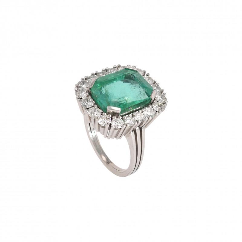 FoFo, die Juwelenbörse -  Ring   18 Karat Weißgold   Smaragd Herkunft Kolumbien ca. 8 ct.   Brillanten ca. 1.10 ct.
