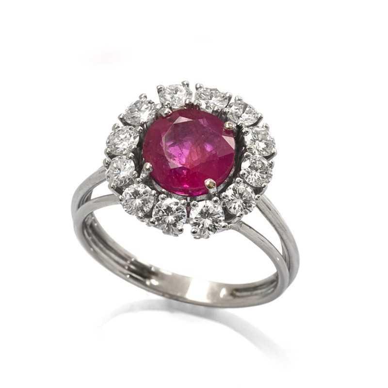 FoFo, die Juwelenbörse -  Ring in Weißgold, Burma Rubin ca. 2,50 ct., unbehandelt, Brillanten ca. 0,84 ct.