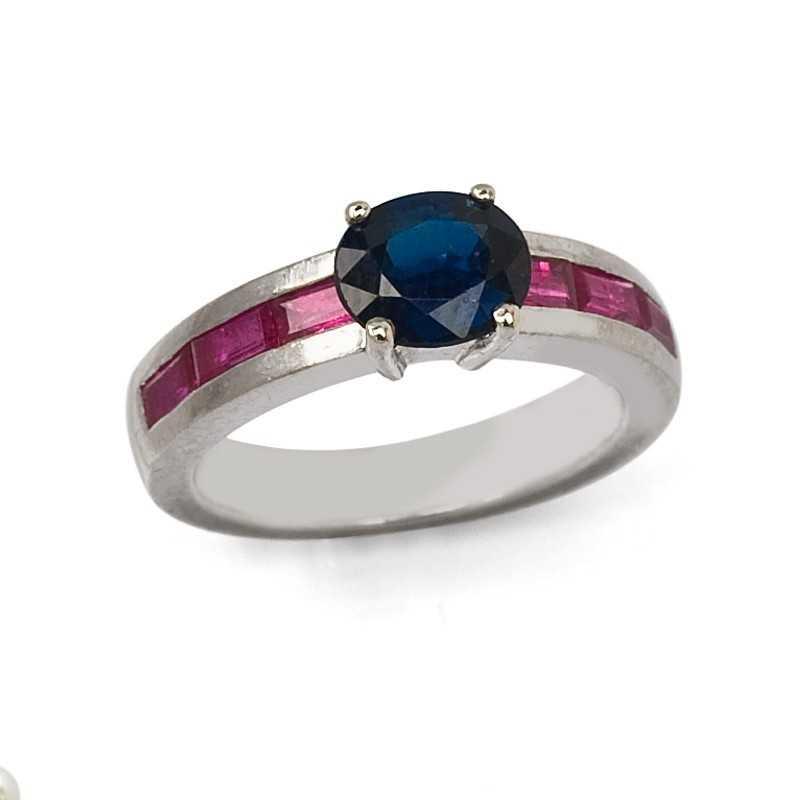 FoFo, die Juwelenbörse -  Ring in Weißgold mit Saphir und Rubincarrées